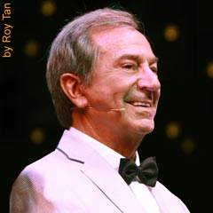 Des O'Connor in Dreamboats and Petticoats. Photo: Roy Tan