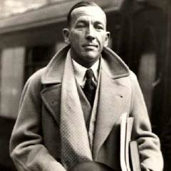Noël Coward at Waterloo Station, 1937