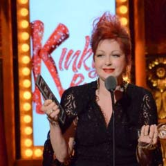 Cyndi Lauper picks up her Tony Award for Kinky Boots