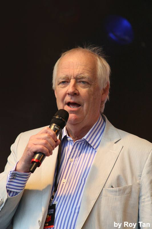 Tim Rice introduces Robert Lonsdale at West End Live. Photo: Roy Tan