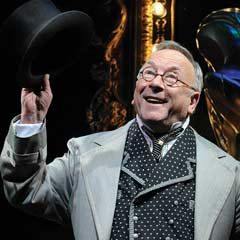 Sam Kelly joins the new cast of WICKED from Monday as the Wizard of Oz